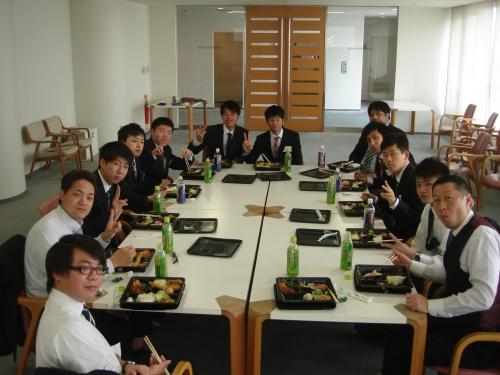 入社式後の昼食1